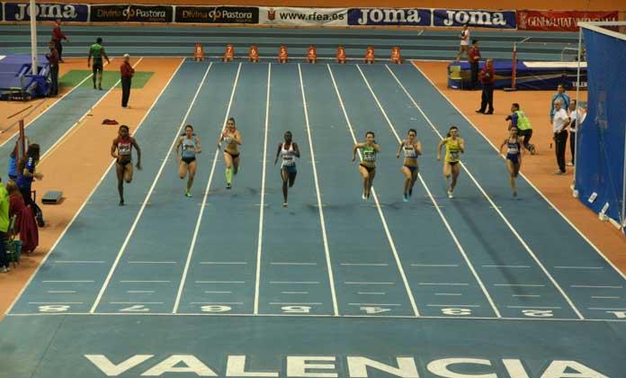 Prueba de velocidad 60 m pista cubierta atletismo