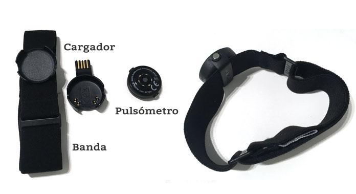 Pulsómetro óptico Polar OH1: sensor óptico, banda y cargador.