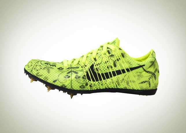 zapatillas con clavos de atletismo